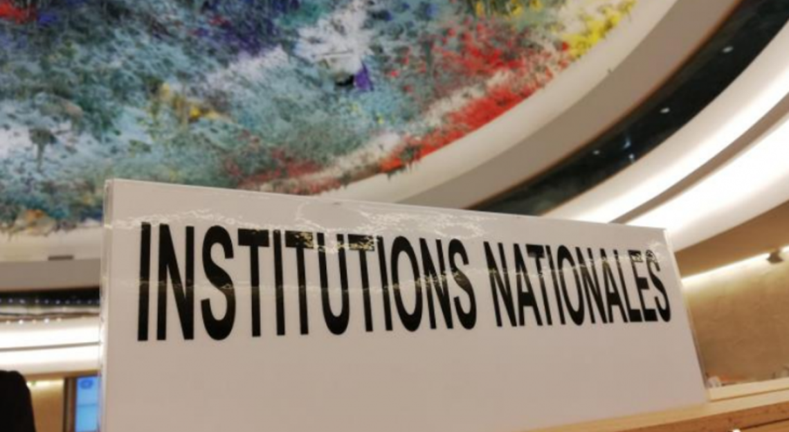 Institutions Nationales sign on the desk